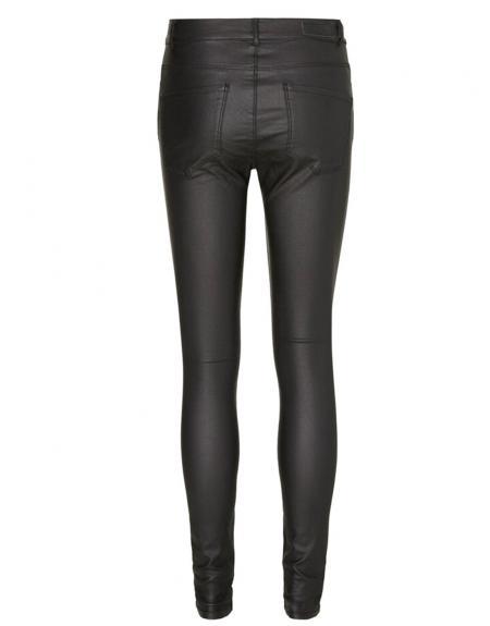 Pantalón polipiel negro Vero Moda Seven smooth para mujer - Imagen 4